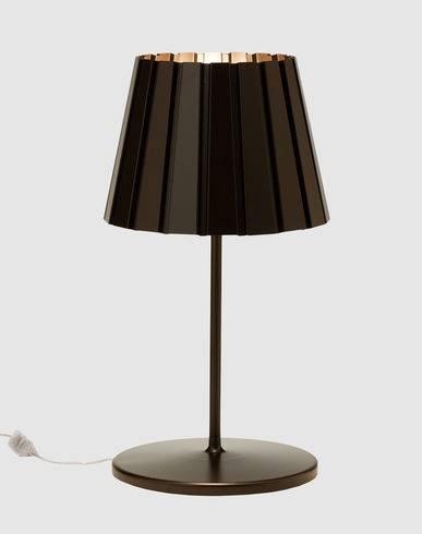 Elegant og let design fra Established and sons. fremstillet i aluminium. Med lysdæmper.